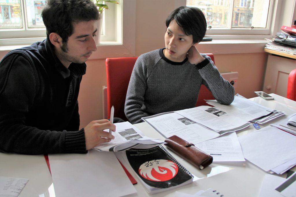 Nauka języka angielskiego online podczas kursu języka angielskiego
